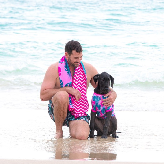 Big and Little Dogs_Beach-Towel_Summer-Lovin-Bolt